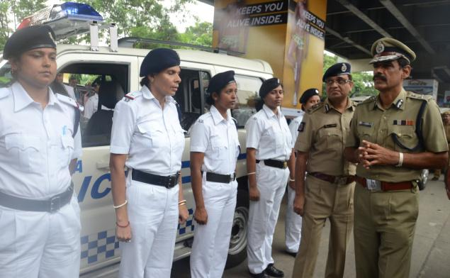 Kolkata Police Commissioner inaugurating a mobile police van that will have only women personnel, on Thursday. Photo: Sushanta Patronobish / The Hindu