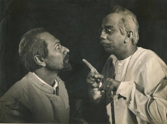 "Sombhu Mitra and Amar Ganguly in Bohurupee's ""Dasachakra"" / The Hindu Archives"