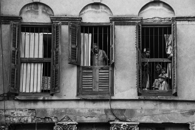 Thousands of Kolkata houses with red-oxide floors and sleepy green-shuttered windows, the spacious porches on the ground floor, with their intricate cornices, elaborate wrought-iron grills, and open terraces are being destroyed at an incredible pace. Photo: Akash Mondal