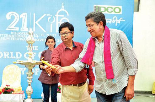 Sabyasachi Chakraborty and Debashis Sen inaugurate the Nazrul Tirtha chapter of the Kolkata International Film Festival on Sunday (Shubham Paul)